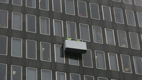 glazing on elevated platform